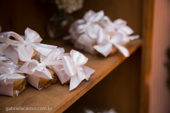 Fotografia de Casamento, Fotógrafo de Casamento, Fotos de Casamento, Fotos de Casamento no Brasil, Casamento de manhã, Casamento ao ar livre, Casamento com céu azul, Cerimônia de Casamento, Festa de Casamento, Festa de Casamento no Brasil, Fotógrafo no Brasil, Fotógrafo no Espírito Santo, Fotógrafo em Vitória, Gabriela Castro Fotografias, Making of da noiva, Vestido de Noiva, Casar de manhã, Casar ao ar livre, Wedding Photography, Wedding Photographer, Wedding Photos, Wedding Photos in Brazil, Morning wedding, Outdoor wedding, Marriage with blue sky, Wedding Ceremony, Wedding Party, Wedding Feast in Brazil, Photographer in Brazil, Photographer in the Holy Spirit, Photographer in Victoria, Gabriela Castro Photos, Making of Bride, Wedding Dress, Getting married in the morning, Getting married outdoors, Casamento Intimista, Casamento Pequeno, Karoline e Álvaro, Vila dos Chefs, Decoração MParaiso